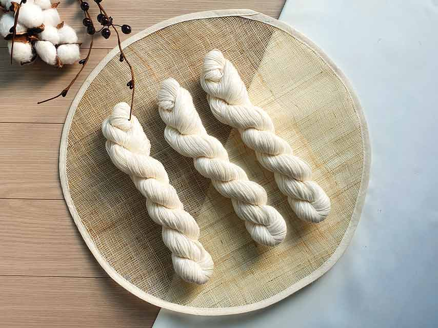 Our Premium White yarn is a classic Doljabi item that's included in both our basic and complete set.
