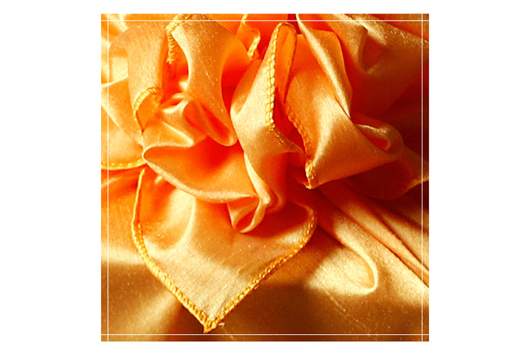 Here is an up-close look at the bow that you can make which brings a stunning finish to the Korean gift wrapping cloth Bojagi.