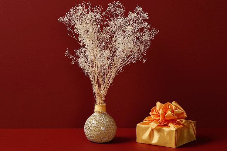 You can use this orange Bojagi Art to decorate your home, such as adding the gift wrapping to your vase to dress up your flowers.