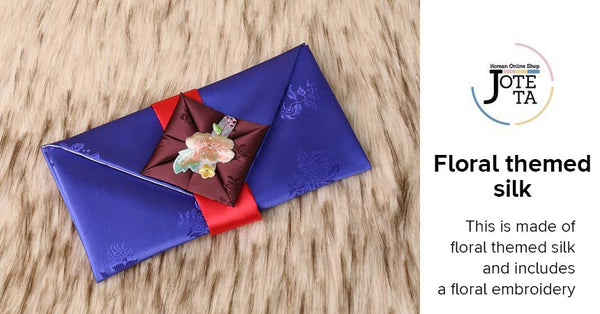 The features of the floral silk money envelope. This is made of floral themed silk and has a beautiful floral embroidery near the opening.