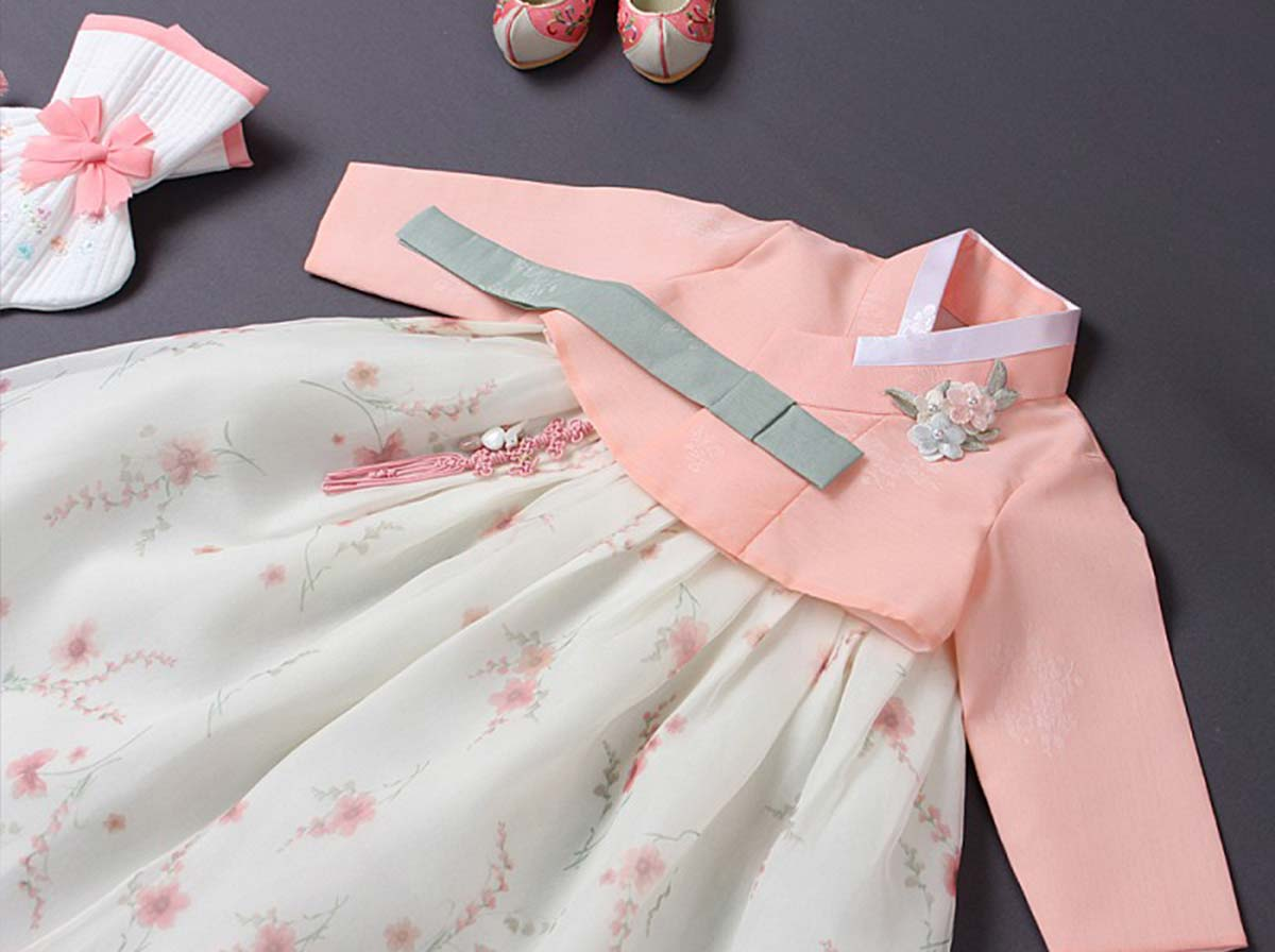 You can see the feminine and floral print really brings out the salmon color of the baby girl hanbok. This is a very festive and cute hanbok that'll turn heads when your baby girl wears it out for any Korean gathering.