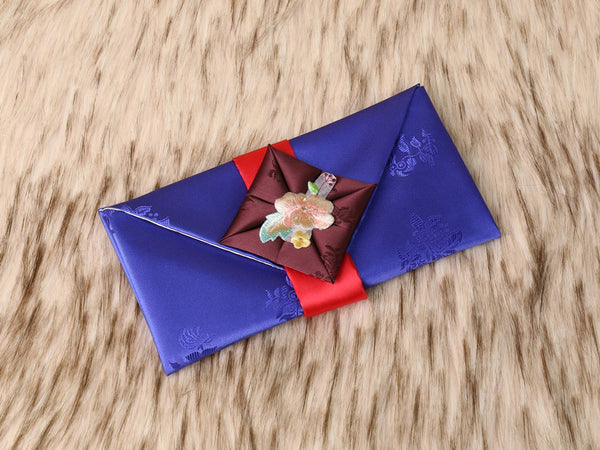 Furoshiki themed Korean money wallet in blue. This is a traditional Korean color and was adopted during the time the imperial army influenced Korean culture to mimic.