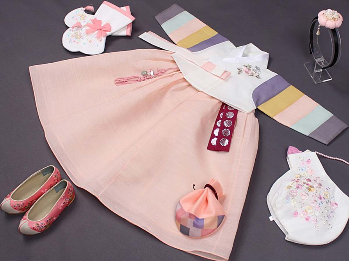 The short version of the beige and light pink baby girl hanbok is authentic and will bring out the Korean in your baby.