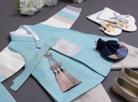 Here is a closer look at the baby boy hanbok in sea blue. Your baby boy will look adorable wearing this cute hanbok.