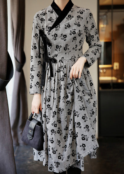 This ash and midnight flower modern hanbok dress is ideal for both casual wear and formal events.