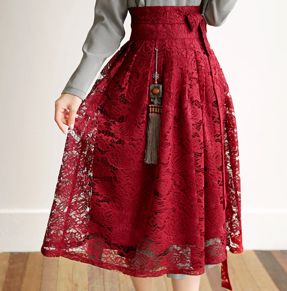 A pewter checked modern hanbok dress matches well with any colored skirt for an even more ravishing look.