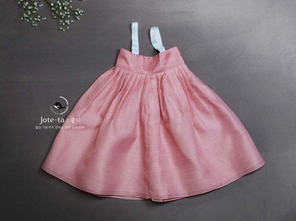 The chima of this girl hanbok is pink and looks good on any baby girl who's ready to celebrate their baek-il or first Korean birthday.