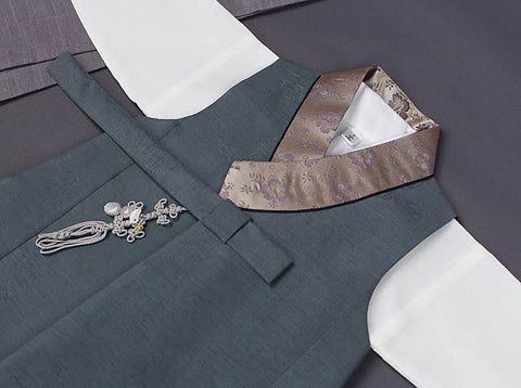 A closer look at the fabric used for the sage green baby boy hanbok. You can see just how authentic our hanbok is and it's going to look captivating on your baby.