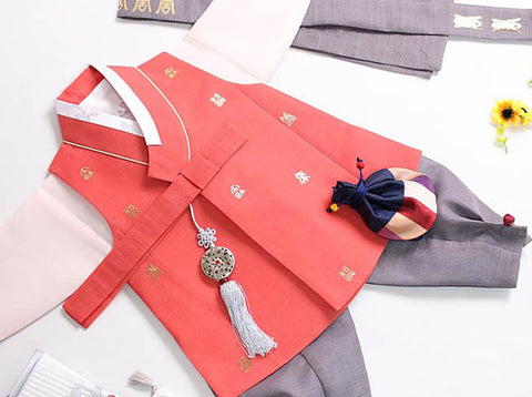 This organge baby boy hanbok is very eye-catching and also will make your baby boy look even more like a Korean prince.