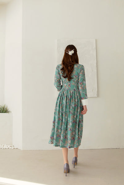 We have numerous modern hanbok dresses for sale, but this sage green flower modern hanbok dress is one of the most striking and playful choices.