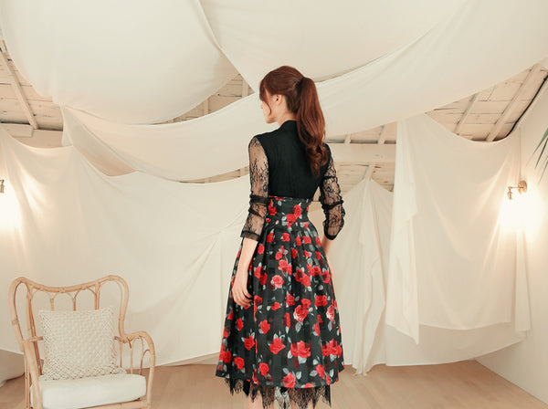 A jet black modern hanbok blouse in floral print makes you look radiant and timeless.