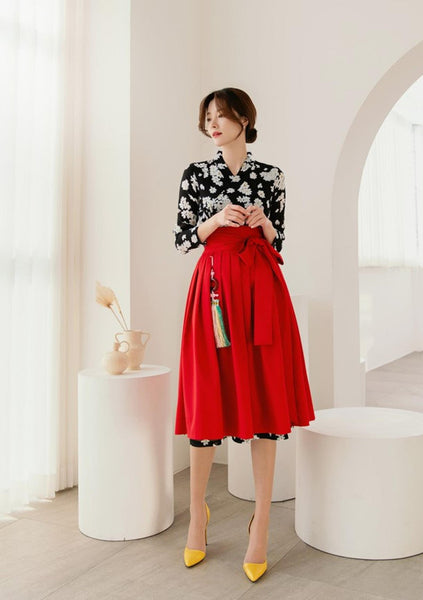 This is a popular modern hanbok skirt for women in red. It adds an appealing and attractive look to white modern hanbok dresses.