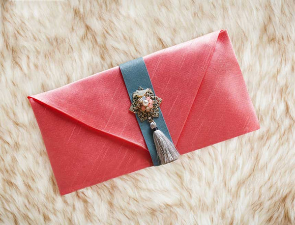 Tassel & Ornament Korean Wedding Money Envelope in Peach which is commonly used both by males and females to gift someone special to them with money or a thoughtful message. This is customary for Koreans especially when a tradition or celebration is coming up.