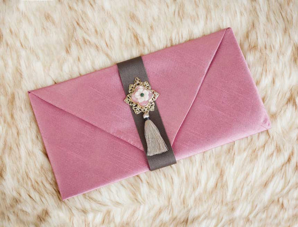 Tassel & Ornament Korean Wedding Money Envelope in Indie Pink and it's a favorite amongst Korean parents who wish to bestow a gift to their daughters or daughter in law.