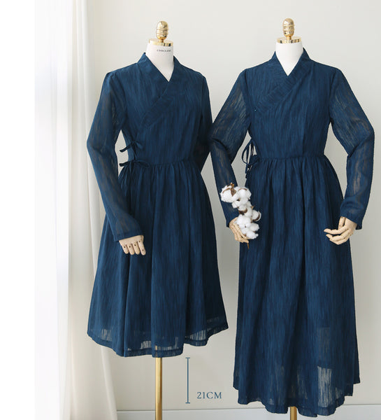 The royal blue modern hanbok dress will make you feel like royalty and looks simply decadent.