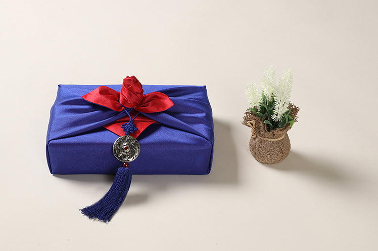 Circle Arabesque Norigae in royal blue is perfect for a special boy in your life and adds decadence to the present.