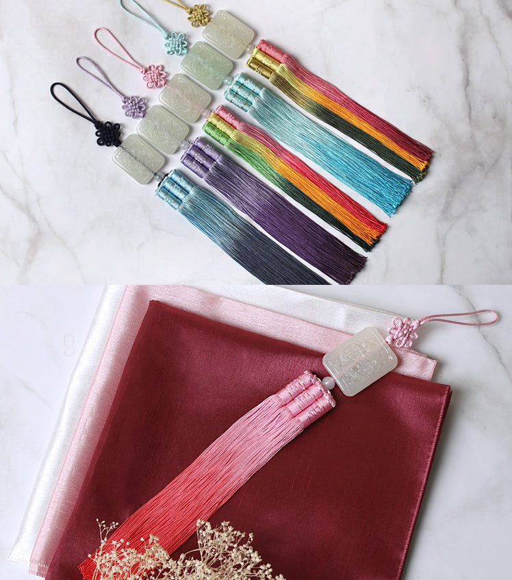 We offer a striped Crane Minok Trio Tassel Norigae along with multiple other color choices so it's gorgeous for both men and women.