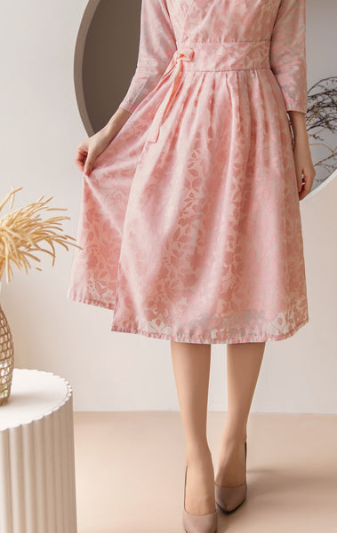 You can wear this salmon flower modern hanbok dress that offers a touch of Korean traditional hanbok in a much more comfortable fashion.