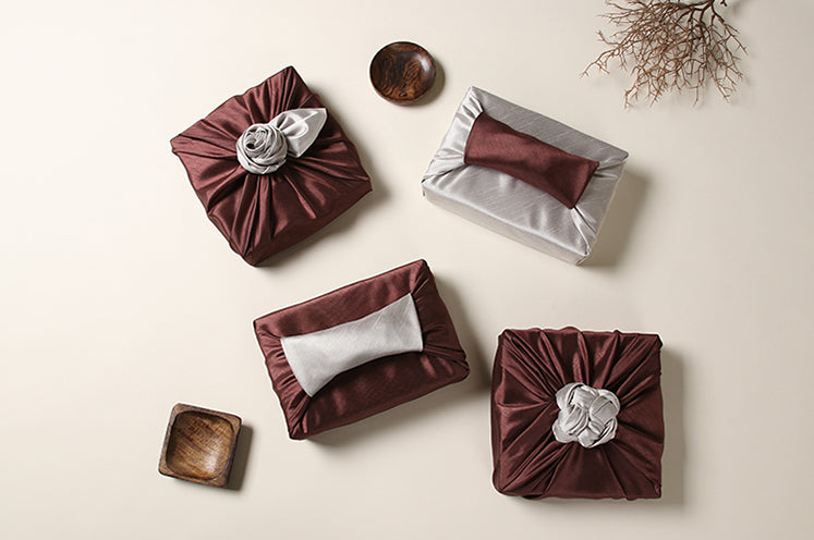 Bronze and pearl go well together to create a luxury gift wrap suited for traditional Korean holidays.