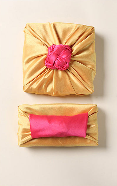 A look from the top shows you just how magnificent the salmon and lemon colors go together to make this a luxury gift wrap suited for spring or summer functions.