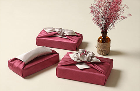 Dark plum and gray bring a heavenly look to any present. Wrapping presents with fabric is majestic and personal.