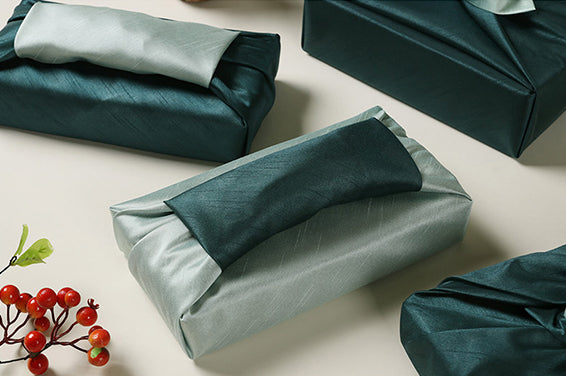 Add garnishment to the top of the olive and aqua Korean wrapping cloth for an even more extravagant look.