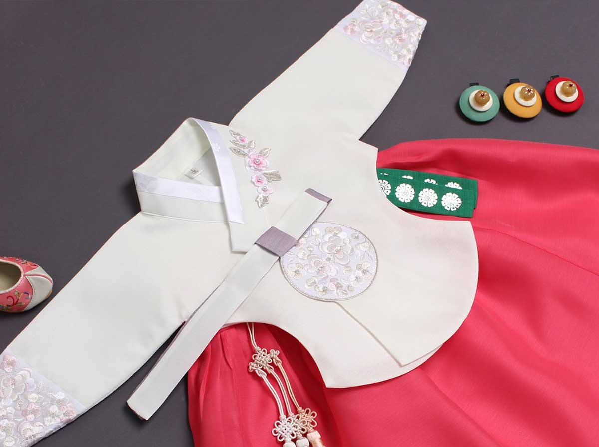 You can see in this picture the high quality of fabric used for the baby girl hanbok in cream and ruby.