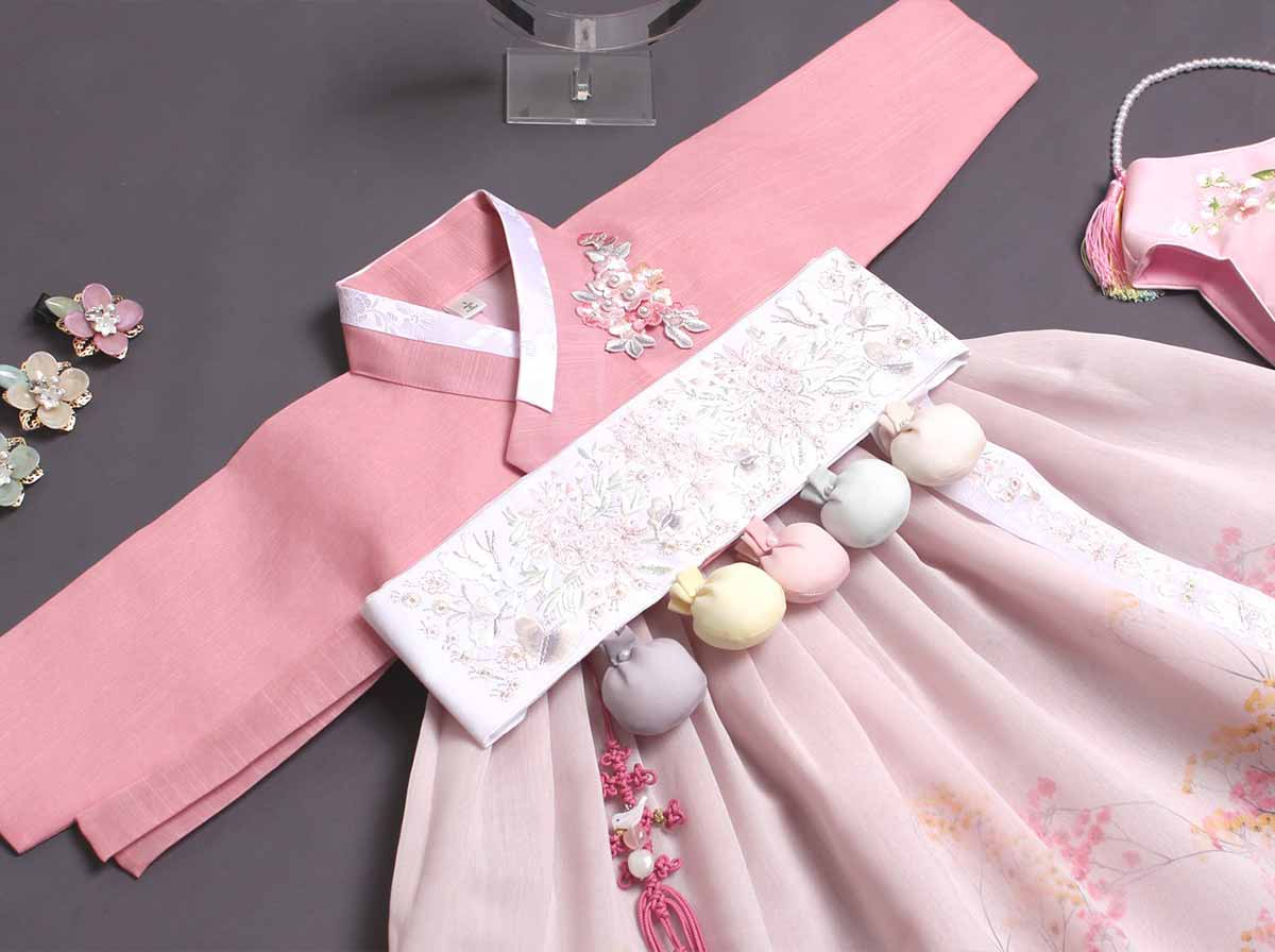 We offer the baby girl hanbok in rose in a Dol version which comes with the Dol belt so you can complete the look. Your baby girl will look truly magical in this hanbok.