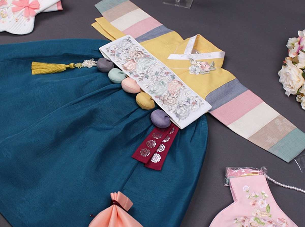 This dark yellow and deep blue baby girl hanbok is traditional and timeless.