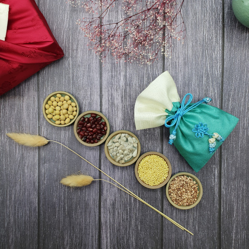 The grains used are to wish prosperity to the Korean couple that will get married. Friends buy this wedding gift set for their Korean friends to wish them the best of luck and fortune.