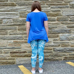 Model showing back view of laguna breeze pattern leggings sold by Jolina Boutique