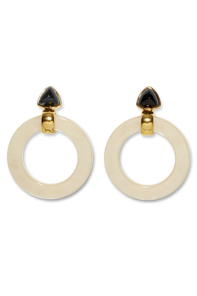 Thumbnail close-up of Cruise Hoops In Sand. Add an easy graphic pop to your fall wardrobe with our lightweight Cruise Hoop earrings in a web-exclusive, goes-with-everything colorway. In sand-dyed acrylic with black agate trillion tops.