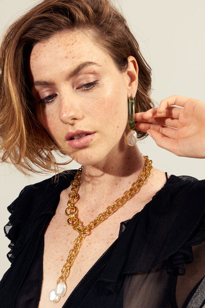 Thumbnail of model wearing the Edith Lariat. A little sexy and a lot sophisticated, our gold-plated large-link lariat is one of our favourite silhouettes. This necklace is capped off with two gorgeous, oversized freshwater baroque pearls.