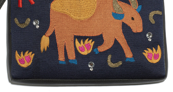 Safari Clutch In Bull