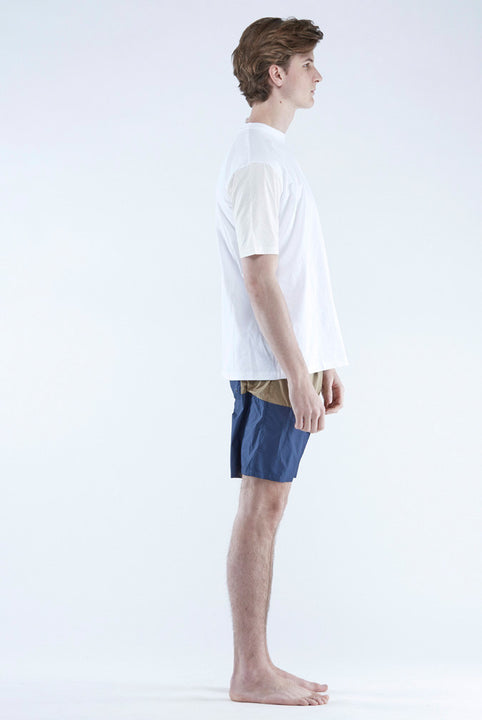 The White Briefs t-shirt in 100% organic cotton with recycled polyester sleeves