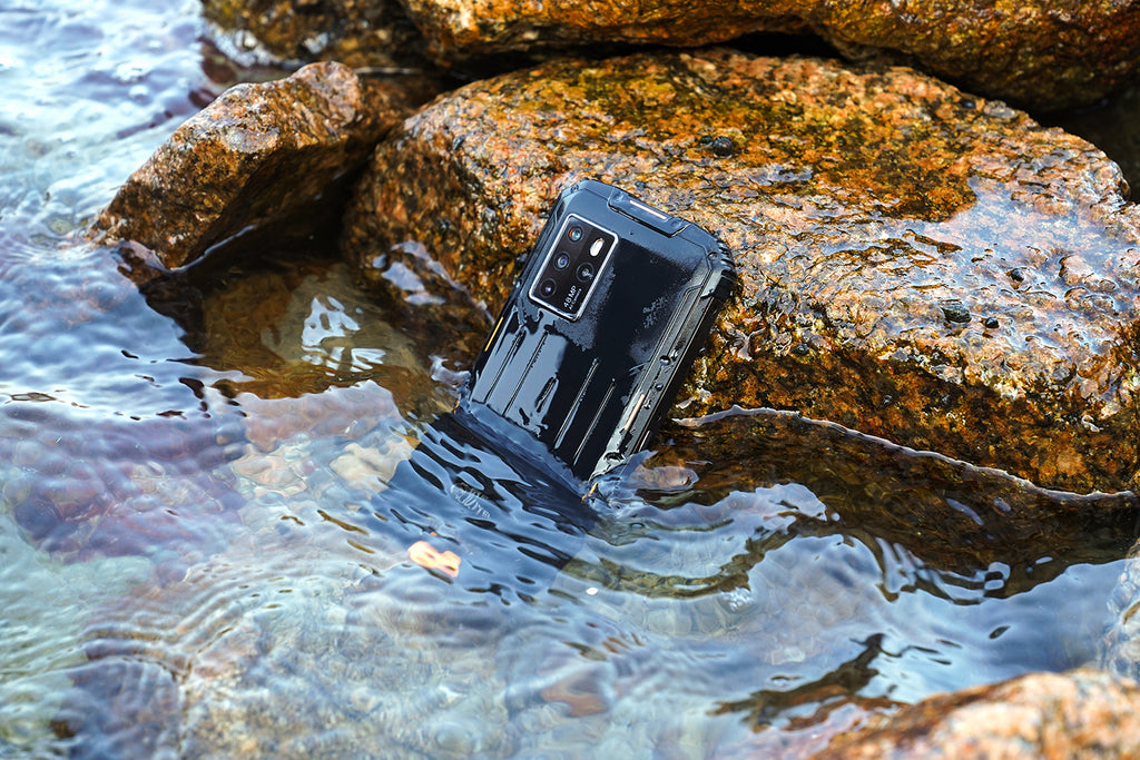 Oukitel WP10 5G demostrates it water-resistant abilities