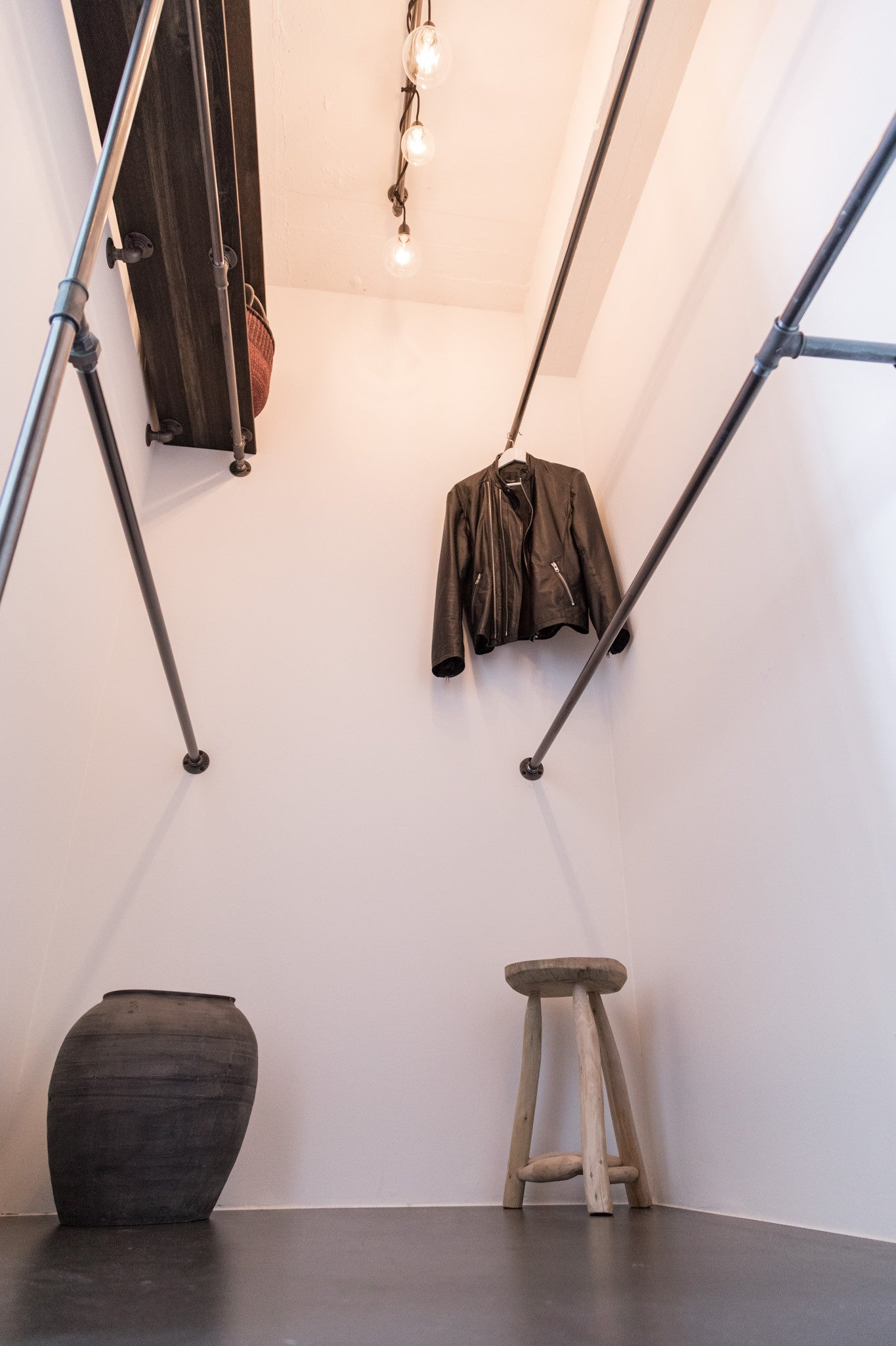 Walk-in closet Lösung in STAY Copenhagen - industrielles Design von RackBuddy