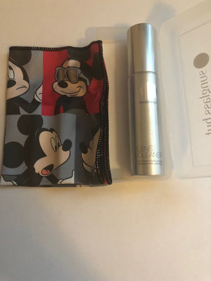 Disney 2018 Mickey Sunglass Hut Limited Cleaning Cloth Kit New with Case