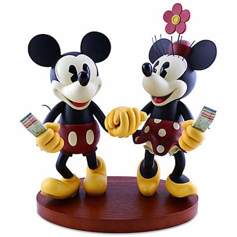 Disney Medium Figure Statue Mickey and Minnie Mouse Pie-Eyed Figurine New With Box