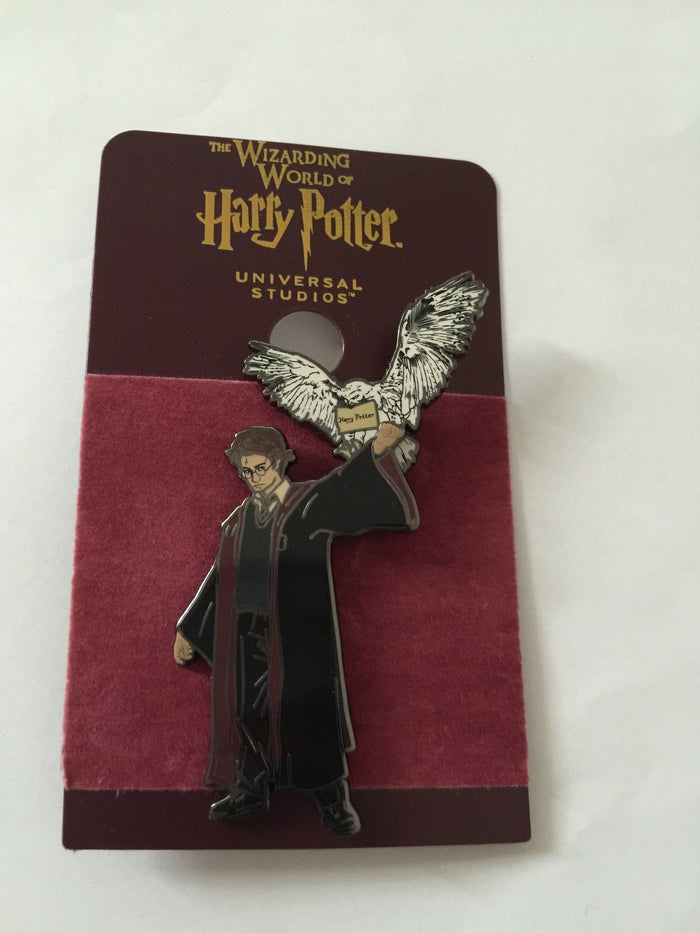 Universal Studios Wizarding World of Harry Potter with Hedwig Pin New with Card
