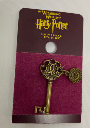 Universal Studios Harry Potter The Bank of Gringotts Key Pin New with Card