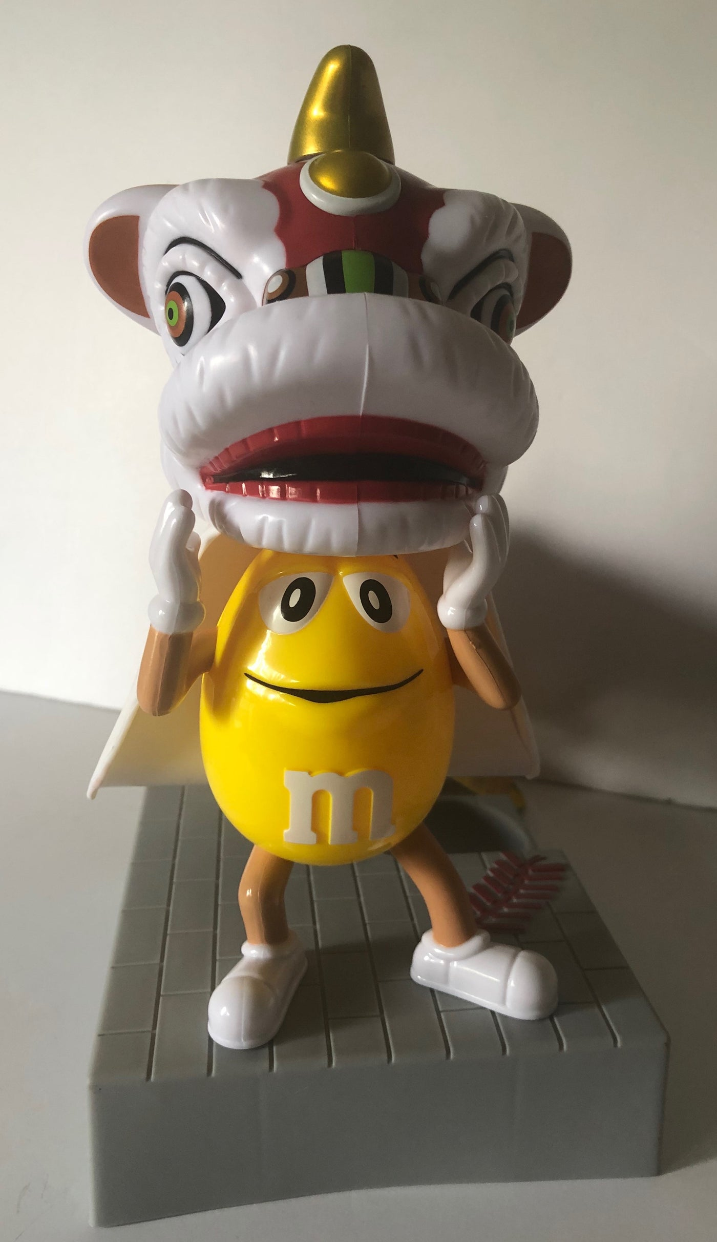 M/&M/'s New Year Lion Dance Candy Dispenser Toy Collectible Exclusive Rare Lunar