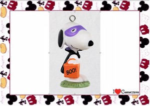 Hallmark Peanuts Vampire Snoopy Halloween Mini Ornament New with Box