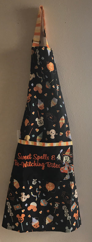 Disney Parks Halloween 2020 Minnie Mouse Witch Kitchen Apron Adults New with Tag