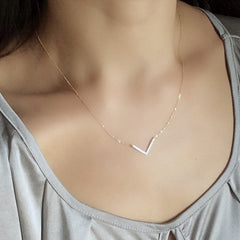 [NS]  V Charm Delicate Necklace - new