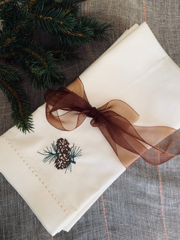 Pine Cone Christmas Cloth Napkins - Set of 4 napkins
