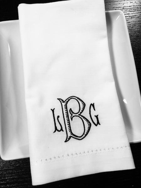 Set of 25 Baroque Monogrammed Wedding Napkins, Embroidered Dinner Napkins - White Tulip Embroidery