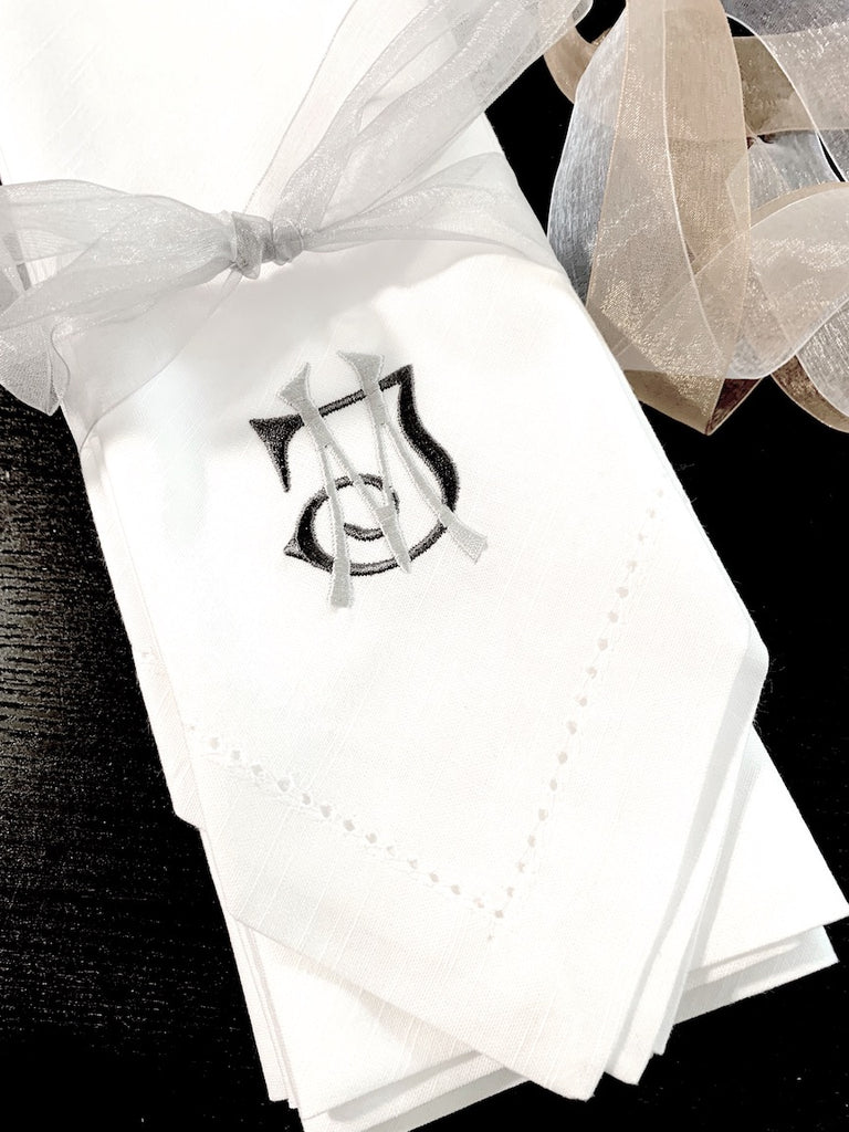 Interlocking 2 Letter Monogrammed Cloth Napkins - Set of 4 napkins - White Tulip Embroidery