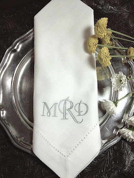 Select Monogrammed Embroidered Cloth Napkins - White Tulip Embroidery