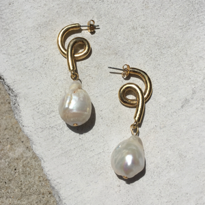 REIMS PEARL SPIRAL EARRING